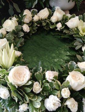 SYM Cremation Urn Wreath 3. White
