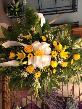 SYM Funeral Spray 25. Yellow